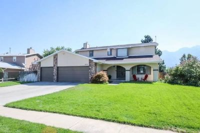 Open and Spacious House for Sale in Sandy! (5bd 3ba)