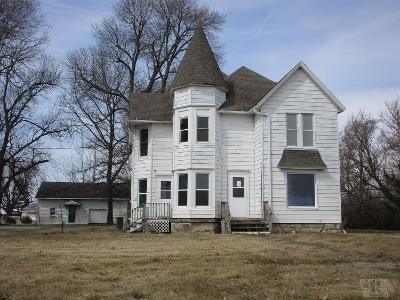 5 Bed 2 Bath Foreclosure Property in Montezuma, IA 50171 - S 3rd St