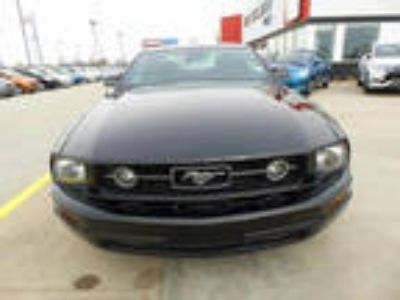 2007 Mustang Ford V6 Deluxe 2dr Fastback
