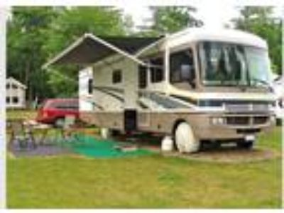 2004 Fleetwood Bounder Model 34f Workhorse with 3 Slides