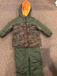 Extreme size 3t coat and snow pants