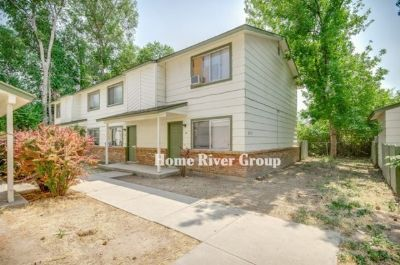 Adorable 2 Bedroom 1.5 Bathroom Townhome located in Nampa! Private Patio!