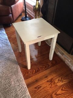 Rustic end table. Annie Sloan paint/wax/sealed. Adorable. Down sizing. FCFS. $40.
