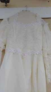Beautiful off white wedding dress with hat. Size 20