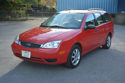 2005 Ford Focus ZXW SE (Red)