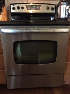 Amana Stove & Oven with storage