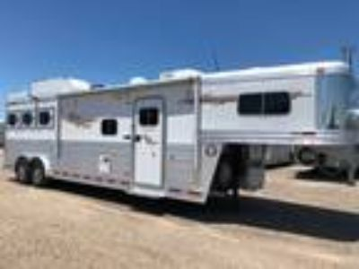 2010 Platinum Coach Outlaw 3H 12' LQ Couch & Chair, Satellite!!