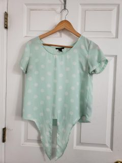 Super Cute Forever 21 Top. Ties in Front. Excellent Condition!