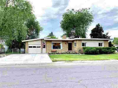 493 Hyde Pocatello Four BR, You will love this mid-century