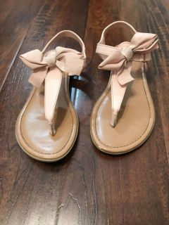Girls size 1 1/2 pink sandals with Bow
