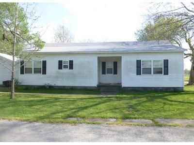 3 Bed 2 Bath Foreclosure Property in Lamar, MO 64759 - E 18th St