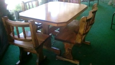 Table with bench and 3 chairs. Exc.cond.