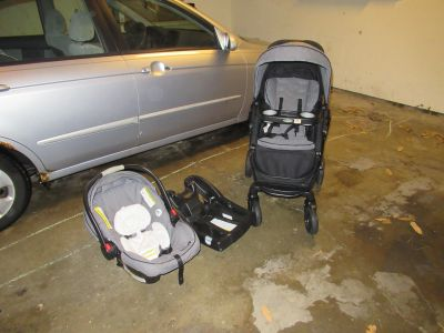 Graco Click Connect stroller and car seat