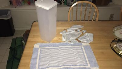 Bread container, placemats & matching napkins