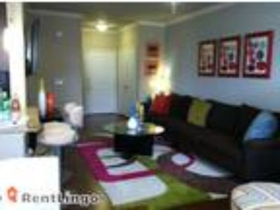 Studio apartment 2211 E Orangewood Ave