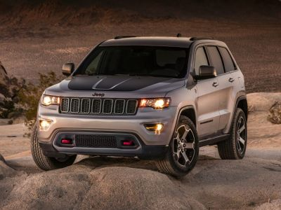 2019 Jeep Grand Cherokee Trailhawk (Diamond Black Crystal Pearlcoat)
