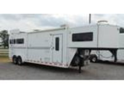 2006 Shadow 7310 w/ Outdoor Closet 3 horses