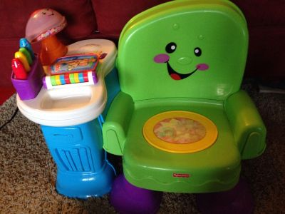 Fisher-Price musical chair with lamp that lights up