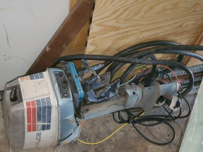 25 hp Evinrude boat motor - for parts
