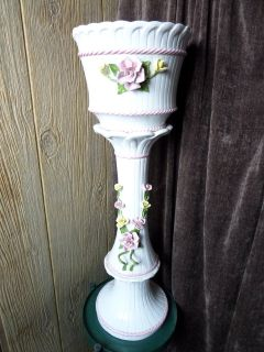 Chic white with rose Capodimonte Vase and pedestal Ceramics or Porcelain