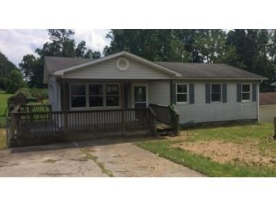 3 Bed 2 Bath Foreclosure Property in Oak Hill, WV 25901 - Southloop Dr