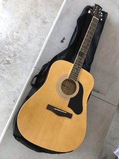 Silvertone acoustic guitar like new With case