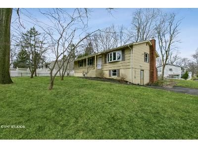 4 Bed 2 Bath Foreclosure Property in Nanuet, NY 10954 - Townline Rd