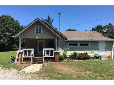 2 Bed 1.0 Bath Preforeclosure Property in Pauline, SC 29374 - Boulder Rock Trl