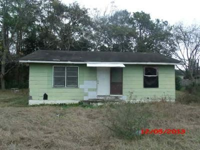 4 Bed 2 Bath Foreclosure Property in Moultrie, GA 31768 - & 607 8th St SW