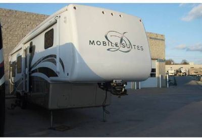 2008 Doubletree Mobile-Suites-Fi fth-Wheel-Series