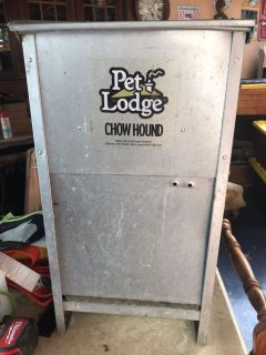 Per lodge chow hound feeder