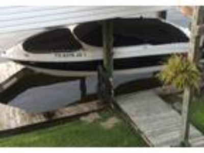 2004 Chaparral 220-SSI Power Boat in Pasadena, TX