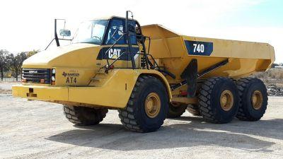 2010 CATERPILLAR 740