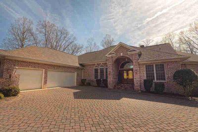 20 Waverly CT Moneta, Custom Marlin Davis home in Waverly w/