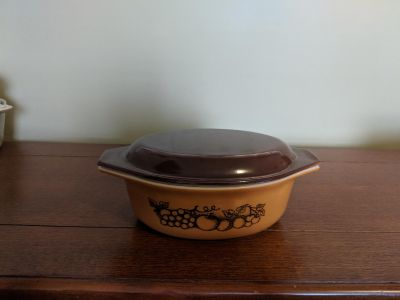 Pyrex Oval Casserole Dish w/cover
