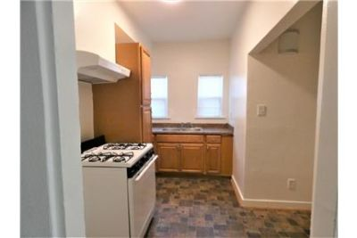 DELIGHTFUL 2 BED/1 BATH APARTMENT WITH ONSITE LAUNDRY