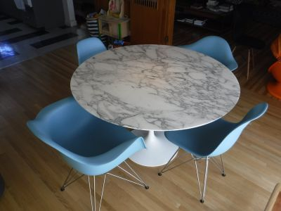 "Knoll Saarinen Dining Table - 47"" - Satin Carrara"