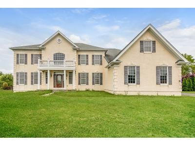 4 Bed 4.5 Bath Foreclosure Property in Freehold, NJ 07728 - Tricentennial Dr