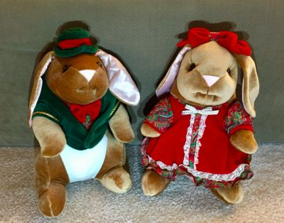 VINTAGE 1985 Velveteen Boy and Girl Rabbit-CHRISTMAS-Exclusive Toys R Us *Excellent Condition