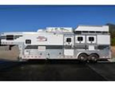 2004 4 Star 4 Star 3 Horse with Living Quarters and Generator 3 horses