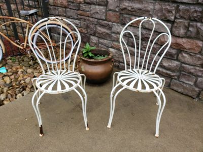 Amazing set of vintage iron patio chairs!!!