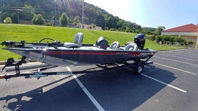 2018 Tracker Pro Team 190 Bass Boat