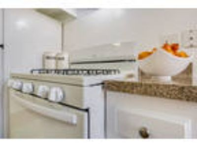 Gorgeous corner light bright apartment home in old towne Tustin! Hurry!! Loc...
