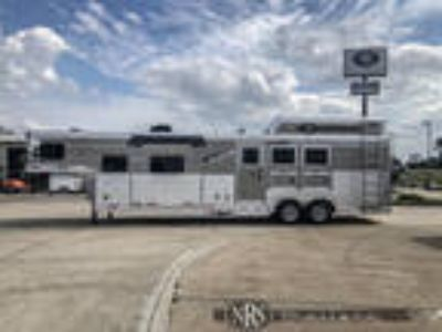 3 Horse Side Load 13 Living Quarters Trailer with Slide OutSMC