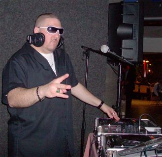 CELEBRITY DJ AVAILABLE FOR YOUR NIGHTCLUB, BAR, LOUNGE, RESTAURANT...