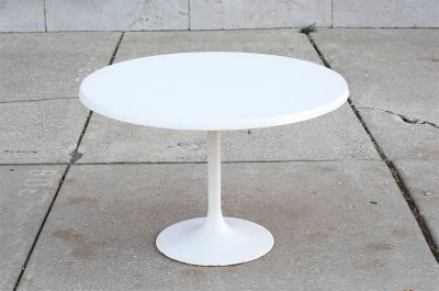 Vintage White Venus / Tulip Circular Dining Table