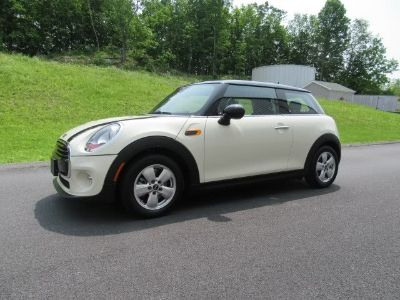 2016 MINI Cooper Hardtop 2dr HB (Pepper White)