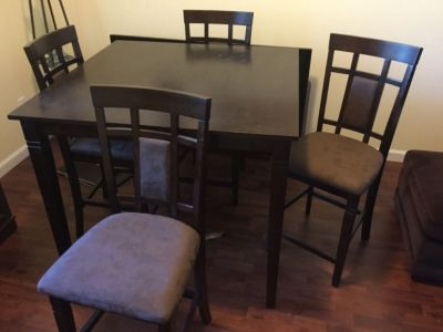 Bistro / Dining Table w/ 4 chairs
