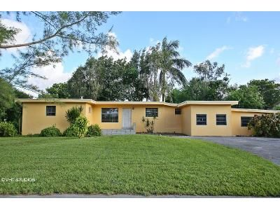 3 Bed 2 Bath Foreclosure Property in Miami, FL 33169 - NW 157th St