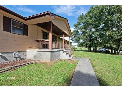 2 Bed 1 Bath Foreclosure Property in Gretna, VA 24557 - Pittsville Rd